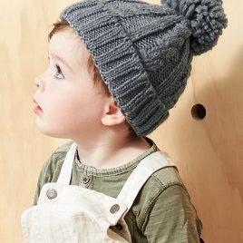 Kindermuts gebreid kabelpatroon grijs omslagafbeelding